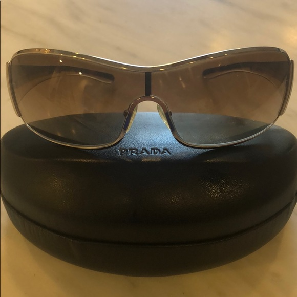 d8615ac0d9b25 Authentic Prada Unisex Sunglasses. M 5c5f10ed2beb79ef0458582e